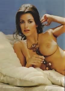 Kim Kardashian who's sister Kourtney Kardashian will get naked soon