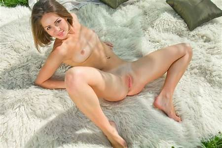 Teen Free Nude Hot Girls