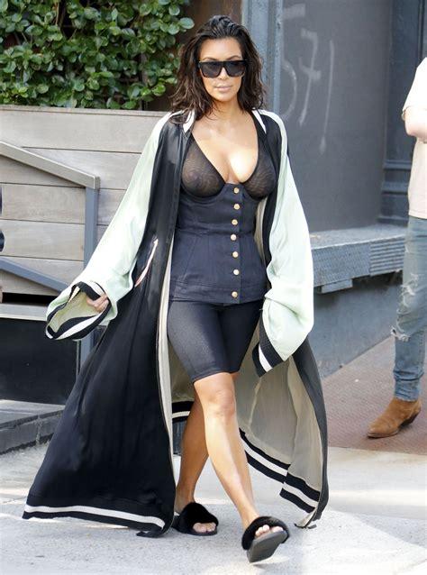 foto de kim kardashian see through bra in new york 07 celebrity