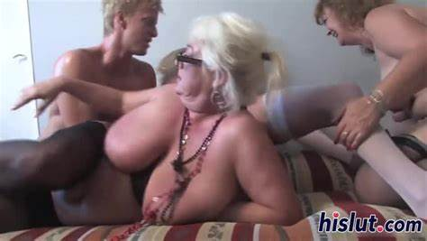 Porn Star Mother Has Foursome With Ladies