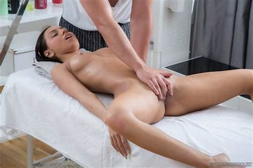 Tiny Give Pussylicking On Bed #Trickymasseur