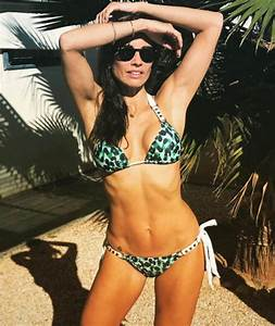 Melanie Sykes shows off her washboard abs as she poses in ...