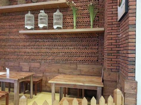 Namun, agar terlihat lebih cantik sebaiknya anda juga mengombinasikan pagar batu tadi dengan bahan lain seperti batu alam, besi, dan kayu. 4 Keuntungan Memiliki Model Rumah Bata Expose | Rumah ...