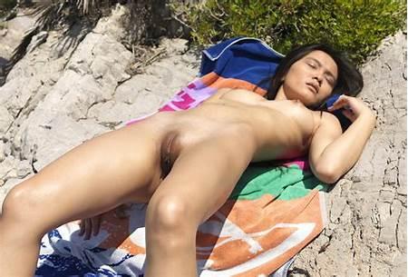 Gallery Beach Teen Nude