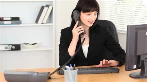 femme au bureau femme d 39 affaires bébé bureau hd stock 524 070