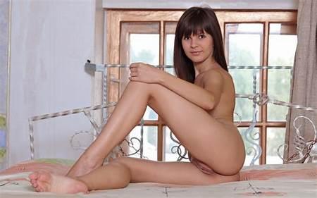 Tiny Titys Nude Teenie