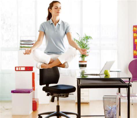 secretaire baise au bureau baise au bureau une femme travaille au bureau ou de