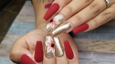 En este artículo vamos a ver algunos de los diseños de uñas que podrían irte bien Unas Acrilicas Rojas con Oro / Diseño Navideño - YouTube
