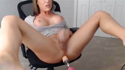 Spunky Shemale Using A Banged Machine And Cumming