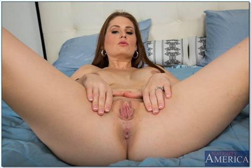 #Cuddly #Housewife #Allison #Moore #Showcasing #Her #Deviate