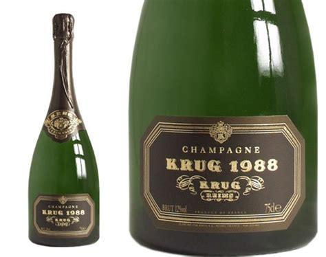La sciabola per champagne, meglio conosciuta come sabre dal termine francese è un'arma innocua utilizzata per creare un particolare effetto scenografico durante l'apertura di una bottiglia. Lo champagne più caro del mondo   Stile di vita   ihodl.com