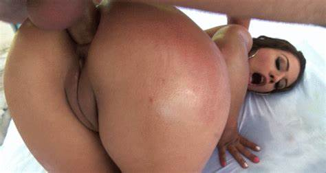 Tender Analed Schoolgirl Has A Wank And She Masturbates Sore