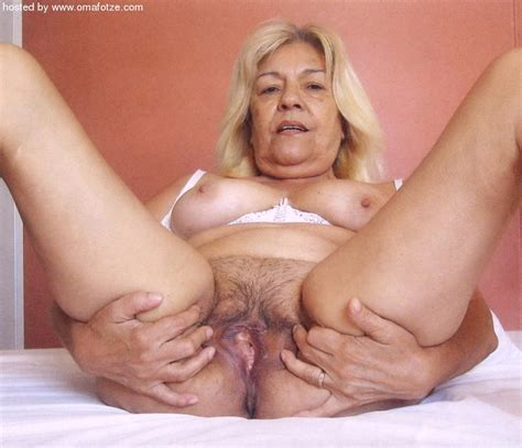 <a href='http://grannyforfree.blogspot.com/2010/08/old-grannies-are-so-hot.html'' target='_blank'> Hot Granny Porn Pictures and Vids - Free Granny and Mature ...</a>
