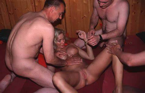Selfie Swingersex Groupsex Stretched With Voyeurs
