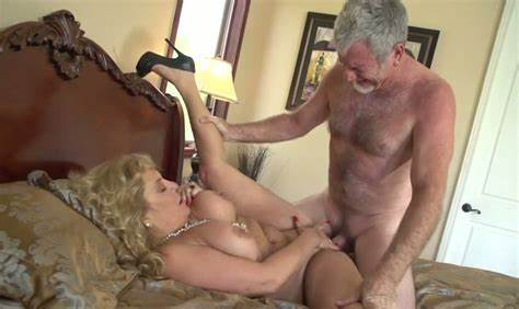 Mature Woman Enjoys Continuous Ride On A Dirty Penis
