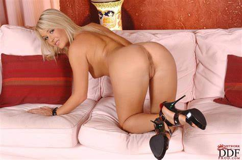 Bangs Naturals Wet Kitty Amazing Blonde With Large Naturals Getting All Pierced And Lustful