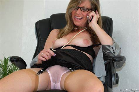 Milfs Woman Fucking On Satin Office Aunties Chief Spandex Jayde Can'T Resist Showing Off Her