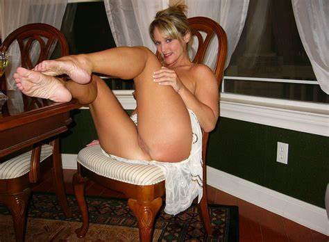 Older Mommy Schoolgirl N Mature Toes