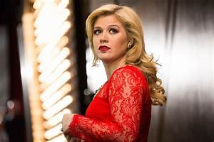 Kelly Clarkson Clarifies Comments About Body Image ...