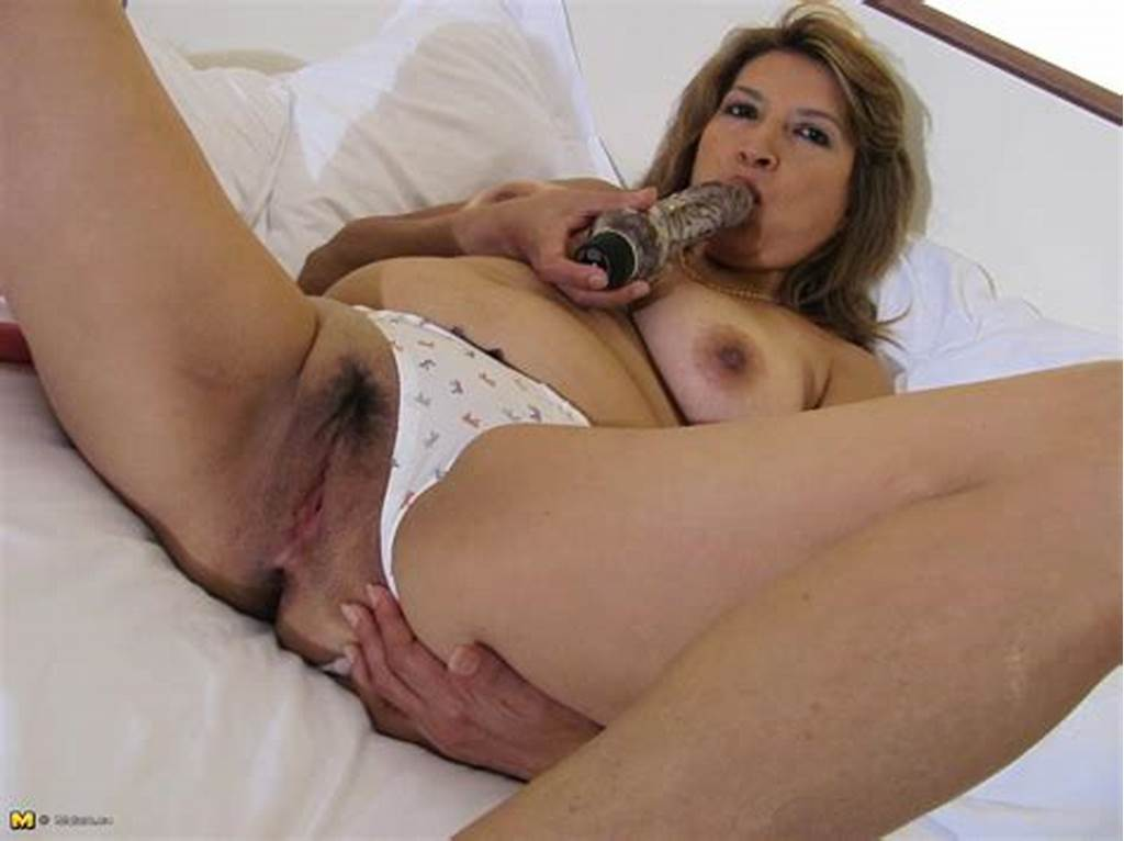 #Hot #Mature #Mama #Playing #With #Her #Wet #Pussy