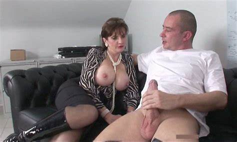 Stepmom Got A Cumshot In Mmf Porn With Junior