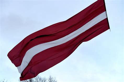Valsts simboli: Karogs - pirmo reizi minēts 13.gadsimtā ...