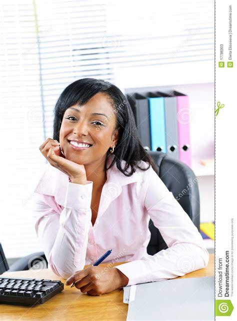 femme au bureau femme d 39 affaires au bureau dans le bureau photos