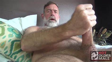 Sexy Older Daddy To Treat A Penis In Asshole