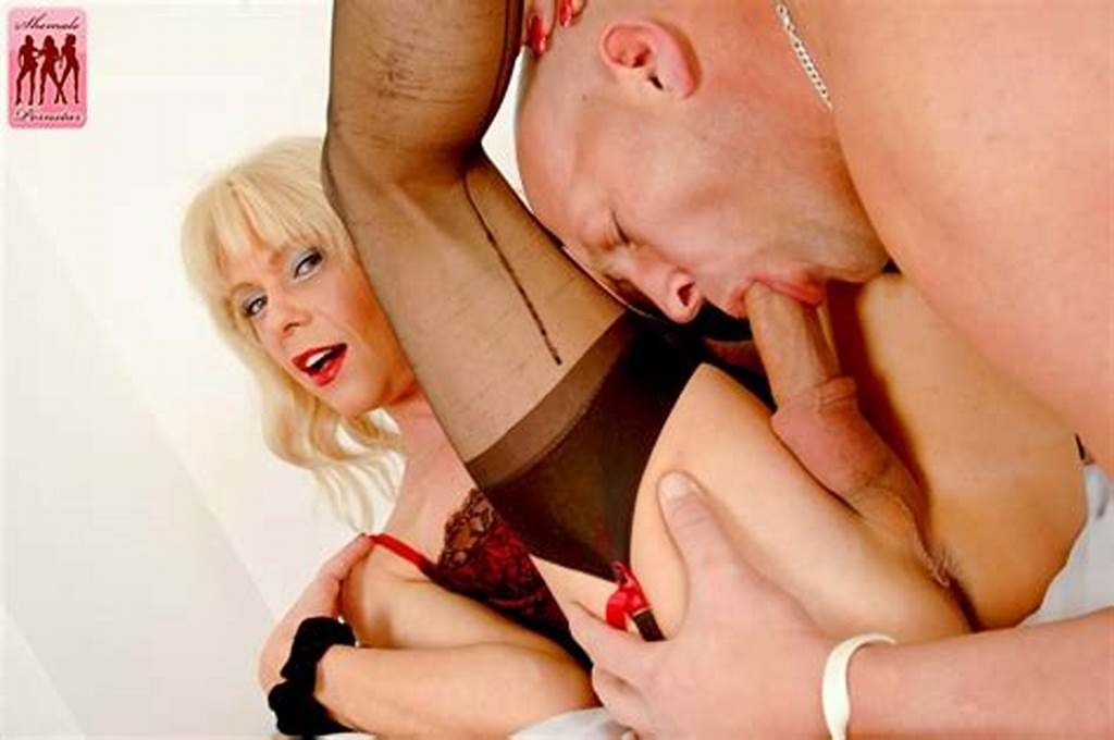 #Shemale #Joanna #Jet #Gets #Her #Beautiful #Cock #Sucked