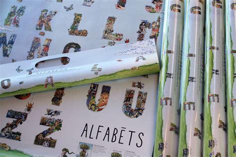Izdots burtu plakāts, kas alfabētu ļauj apgūt bērnam ...