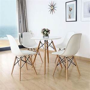 Tisch Eames Style : set of four 4 white eames style side chair with natural wood legs eiffel dining room chair ~ Markanthonyermac.com Haus und Dekorationen