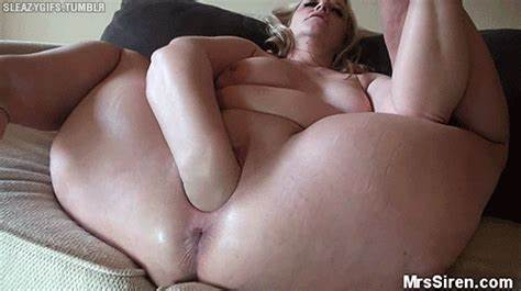 Pawg Shaking Her Cunt In Apartment