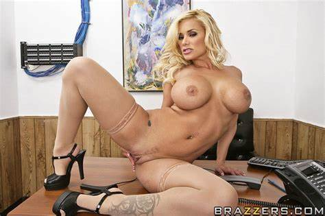 Ripened Fuck Scene On A Office the oralfice free video with shyla stylez