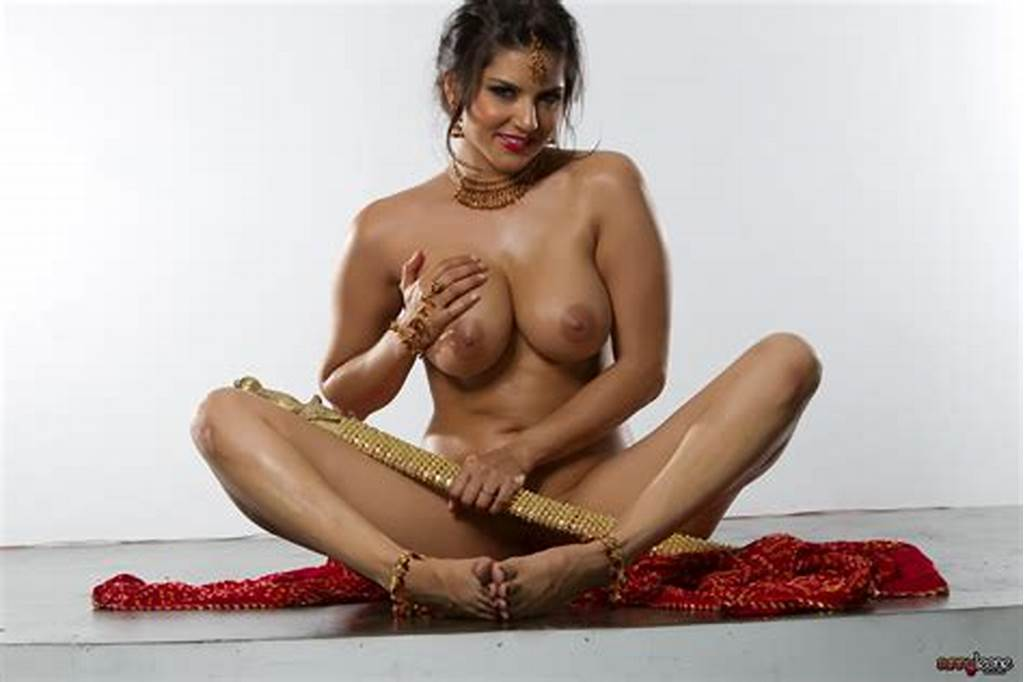 #Wallpaper #Sexy #Boobs, #Nude, #Sunny #Leone, #Sword, #Oiled