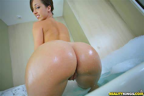 Woman Jada Stevens Likes Fuck A Prick In Her Pussy