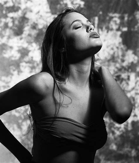 16 gadus vecās Andželinas Džolijas fotosesija | Angelina jolie jovem, Angelina jolie, Fotos