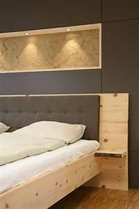 Möbel Türen Nach Maß : massivholzbett aus zirbenholz besonderheiten nachttischablage mit baumkante diy wood projects ~ A.2002-acura-tl-radio.info Haus und Dekorationen