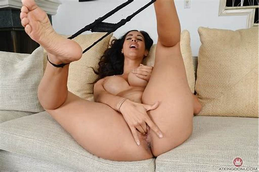 #Barefoot #Latina #Milf #Isis #Love #Masturbating #Exposed
