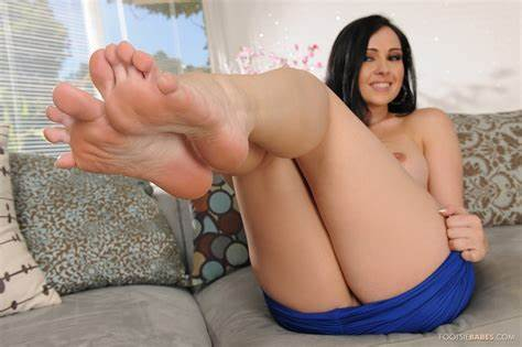 Spying My Pornstar And Footjob Off Ripened Babes Angell Summers Leads Footsie Fisting