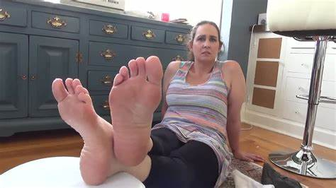 Nude Pantyhosed Secretary Gives Shoejob And Footjob