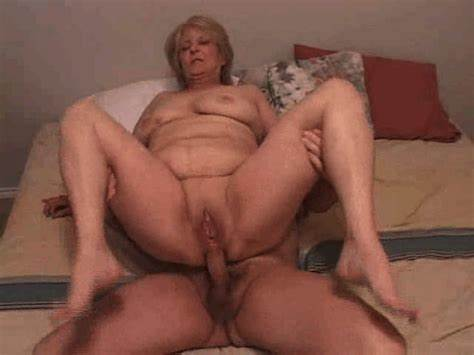 Rigid Granny Spreads Her Bizarre Gaping Cunt