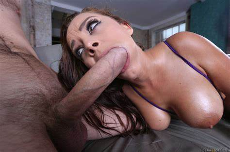 Liza Del Sierra Taking Her Kicks