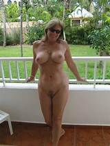 Housewife in nude picture public