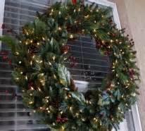 Weihnachtskranz Für Tür : fensterdeko f r weihnachten vermittelt eine tolle feststimmung ~ Bigdaddyawards.com Haus und Dekorationen