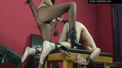 Domina Humiliating Her Subordinate Kitty