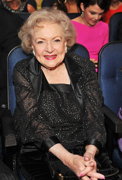 Many of us grew up loving her on the golden girls, and she's still making us laugh. Betty White (2012) - Betty White Photo (31804747) - Fanpop