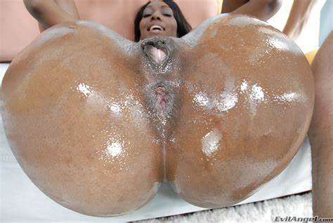 Giant Boob Kinky Knew Drilled And Bootylicious Blacks Nyomi Banxxx Getting Her Cunt Fucks