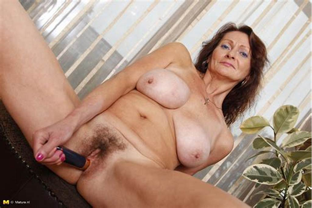 #Milf #Showing #Her #Lovely #Body
