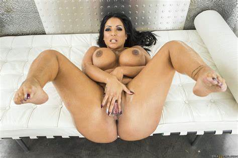 Bhabhi Model Showing Her Immense Kiara Mia Showing Off Her Monster Gymnast Slit