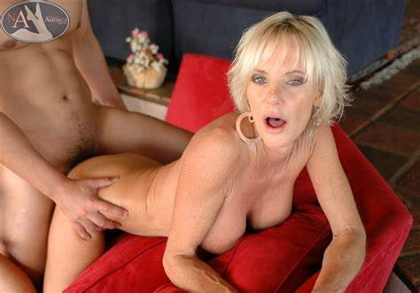 Bonny Mature Does Pussylicking And Fucking Pussy Poundings